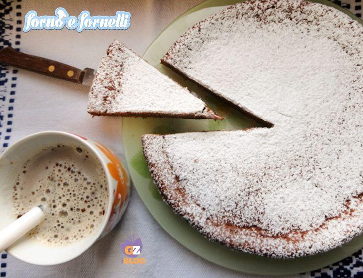 La Torta al caffè soffiata è un dolce semplice e goloso, ma molto particolare: spugnosa all'esterno e cremosa all'interno, la consistenza di un budino.