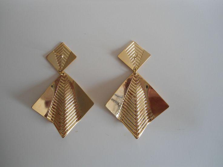 Check out these cool earrings for the #Holidays!  https://www.etsy.com/nl/shop/sammiesvintage  #oorbellen #klipoorbellen #80s #cool #dots #red #hoops #vintage #goud #kerst #sieraden #christmas #jewellery #earrings #retro #cliponearrings #funky #80s #hiphop #urban #colourfullearrings #colours #gold #clipon #statementearrings #80searrings #urbanearrings #etsy #sammiesvintage