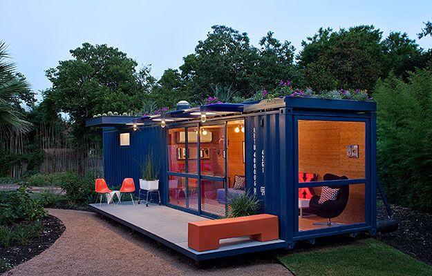 Com área de cerca 30 m², a casa de hóspedes no Texas foi instalada em um antigo contêiner de transporte marítimo (Chris Cooper/Poteet Architects/Divulgação)