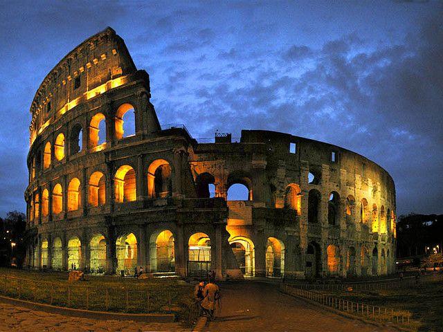 海外旅行世界遺産 夜のコロッセオ ローマ歴史地区、教皇領とサン・パオロ・フオーリ・レ・ムーラ大聖堂の絶景写真画像ランキング イタリア