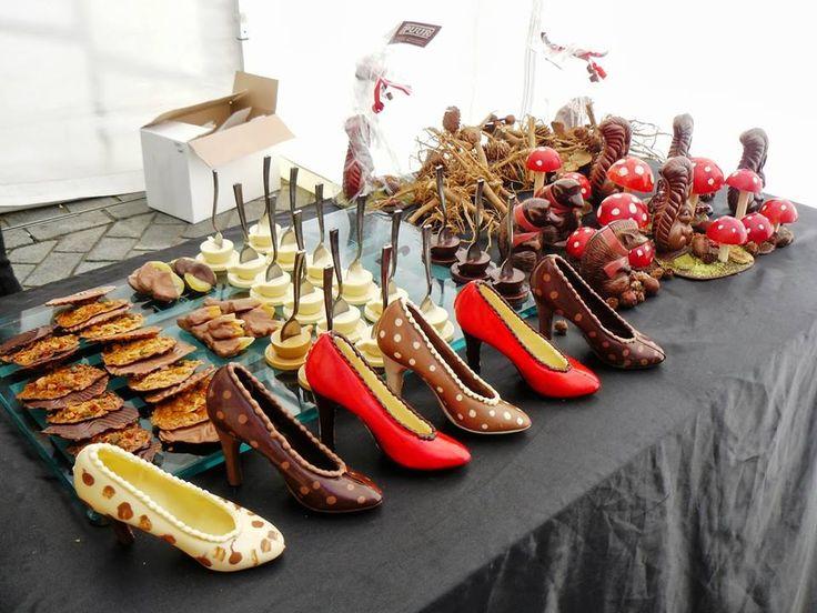 Proeven, beleven & genieten tijdens het Chocoladefestival a.s. zondag 28 september in Zutphen! Tijdens het Chocoladefestival zijn er demonstraties bonbons maken, koken met chocolade, schilderen met chocolade, chocoladebier proeven, kunstwerken van chocolade, rondvaarten in een fluisterboot, chocolade fondue, modeshow, poppentheater, kinderactiviteiten, muziek en nog veel, veel meer! Natuurlijk is van der Kam geopend van 12:00 tot 17:00 uur.