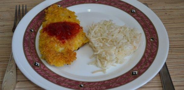 хрустящий цыпленок с кисло-сладким соусом: кукурузные хлопья, филе птицы, яйцо, мука, соль, перец