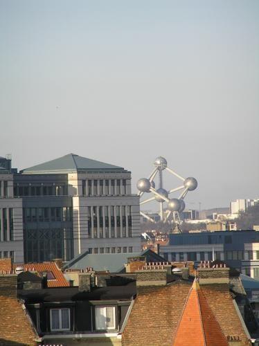 3+ans+après+:+Bruxelles+:+Cette+ville+avait+déjà+pour+moi+une+importance+particulière,+j'y+avais+aimé,+manifesté,+bu,+lu,+dégusté+(aux+deux+sens+du+terme,+l'alimentaire+et+l'autre).+Ce+jour-là+j'accompagnais+ma+fille+alors+encore+apparemment+en+pleine+santé+et+qui+devait+séjourner+chez+des+amis+qui+logent+non+loin.+J'avais+fait+l'aller-retour+dans+la+journée,+que+nous+avions+pass...