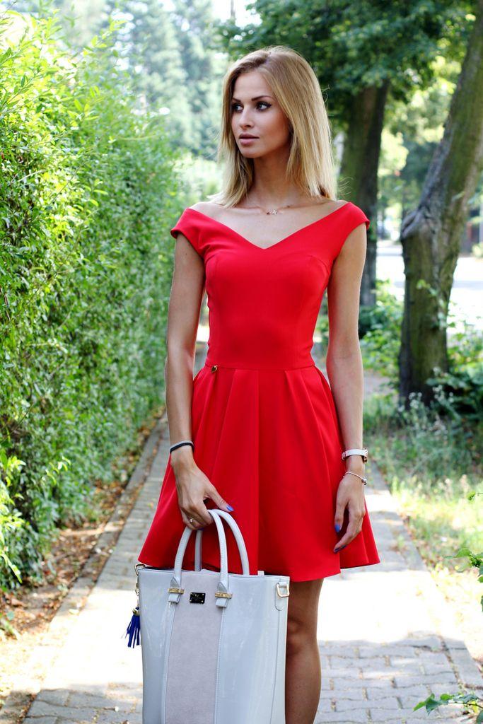 sukienka rozkloszowana czerwona, sukeinki na wesele, sukienka na sylwestra, sukienka na studniówkę