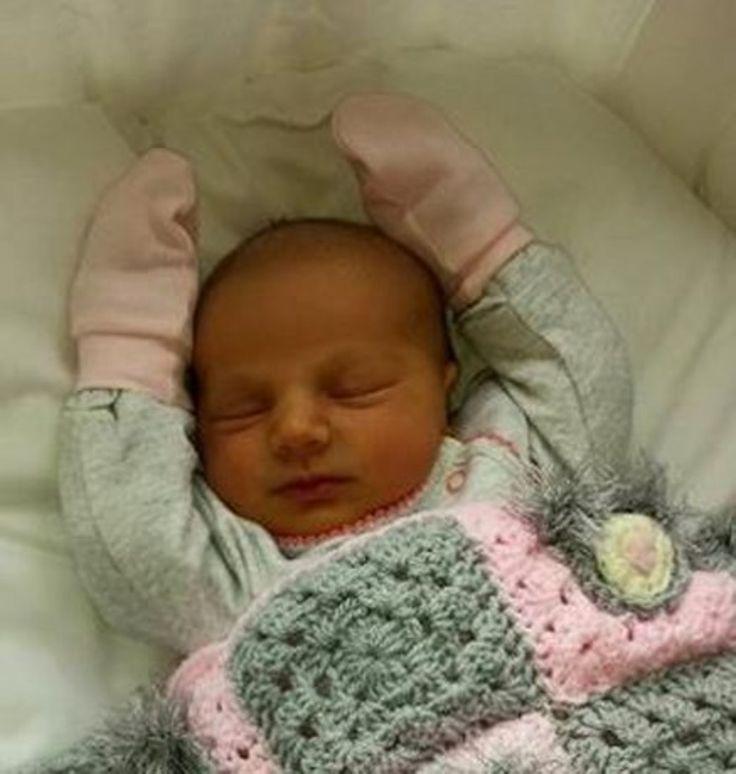 Skn, x, Vrouw bevalt van haar 18de baby, in het belang van Limburg.be, (http://www.hbvl.be/cnt/dmf20150608_01719931/vrouw-bevalt-van-haar-18de-baby), (8 juni 2015).