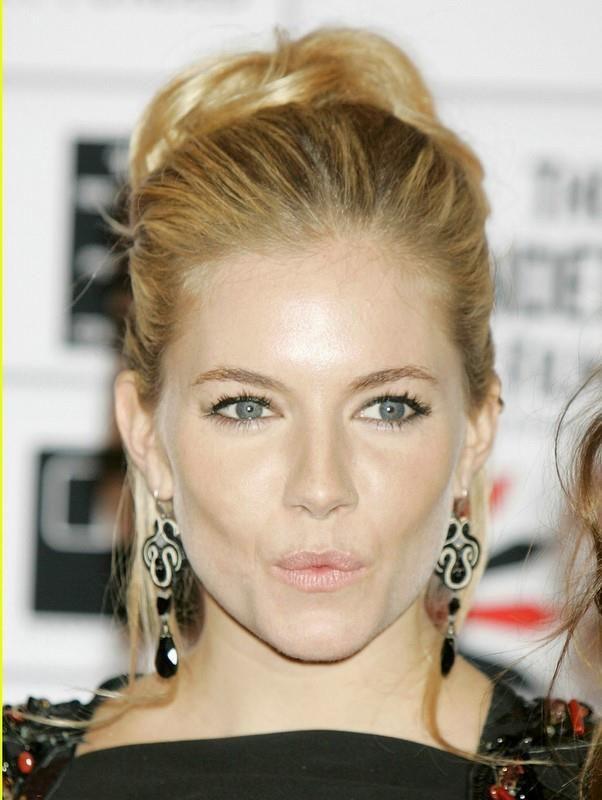 Sienna Miller is wearing Dori Csengeri earrings  #Soutachejewelry, #DoriCsengeri #Hautecouture