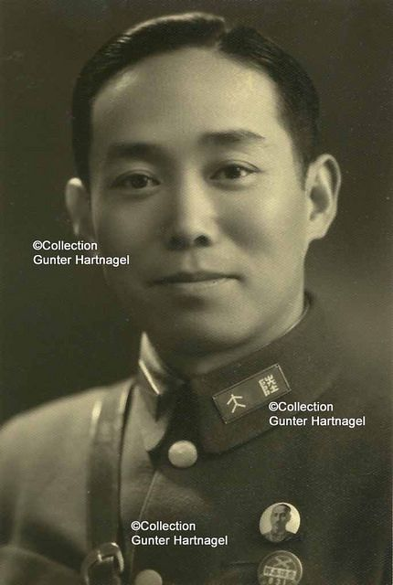 Lieutenant-colonel Xu (Shüh) | This photograph is part of the estate of captain H.G. Oehme. It shows a lieutenant-colonel, his name in the caption is Shüh which might be in pinying Qu. I assume he belonged to the 87th or 88th Division. Among others, Oeme served as German instructor in the Lehrdivision (instruction division) which was the core for the 87th and 88th division.