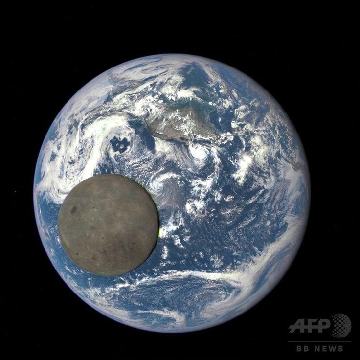 【8月6日 AFP】米航空宇宙局(NASA)と米海洋大気局(NOAA)は5日、地球から約160万キロ離れた位置にある宇宙気象観測衛星「Deep Space Climate Observatory、DSCOVR」によって捉えられた、太陽の光に照らされる月の裏側の画像を公開した。