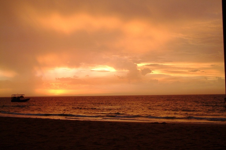 Karen's #Hooroo #SecretSpots is #Tangalooma Beach in #Queensland. We hand fed Dolphins (under close supervision from the staff), watched the Scooby Doo movie (it was filmed here) and relaxed each evening watching the sunset