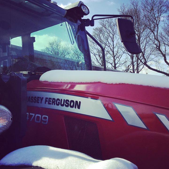 The last of the snow on a @masseyferguson_ag 4709 #minibeastfromtheeast #candotractors #masseyferguson #candosnow