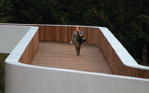 Ponte pedonal sobre a Ribeira da Carpinteira