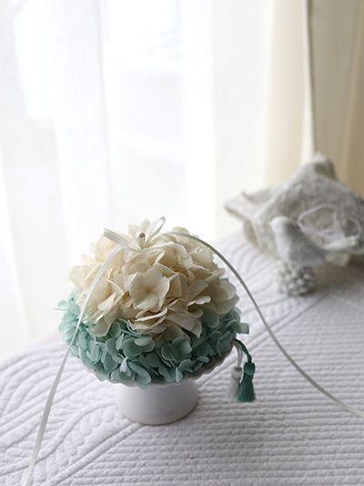 ring pillow, something blue サムシングブルーのリングピロー フランス製のタッセルがキュート http://www.fleuriste-glycine.jp/