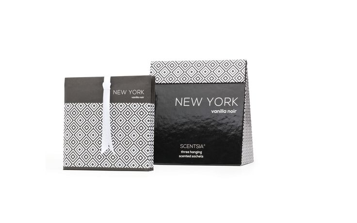 NEW YORK (Vanilla Noir) - 3 hanging scented sachet // Channel the art deco Big Apple of the 1930's with this rich vanilla cream fragrance, enhanced with decadent musk and rare flowers