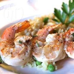 Gebarbecuede grote garnalen die vluchtig in een marinade van citroen, knoflook en peterselie zijn gedrenkt. De scampi's kunnen als bijgerecht of hoofdgerecht gegeten worden.