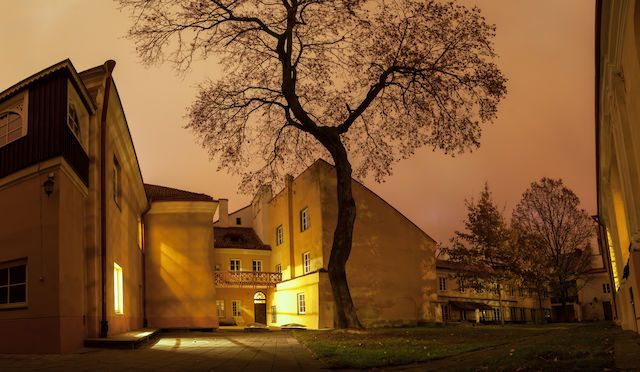 The Scholars' Retreat. Panorama of a small secluded courtyard at the Vilnius University architectural complex - Photo by Vic Istomin on EyeEm