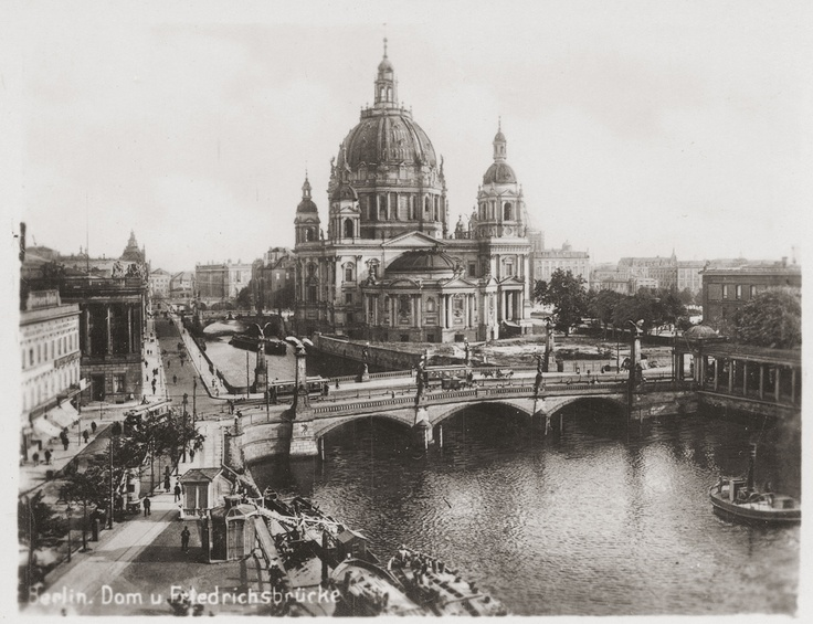 """Berlino-1938-inizio persecuzione degli ebrei """"notte dei cristalli"""""""
