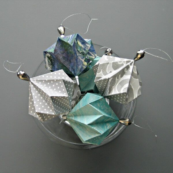 Best tips for making three types of origami ornaments… here's the first #origa…