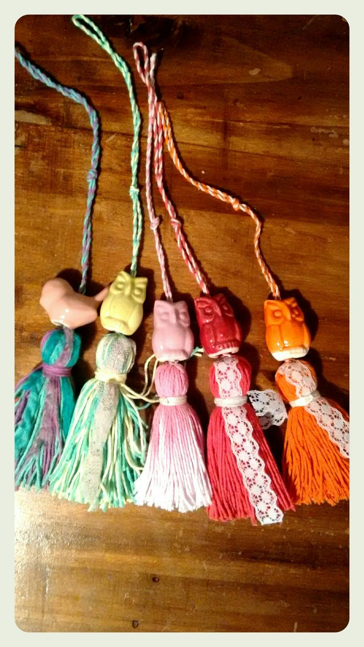 Mini borlas! http://morangaobjetos.mitiendanube.com/productos/mini-borla-de-hilo-con-figura-de-ceramica/