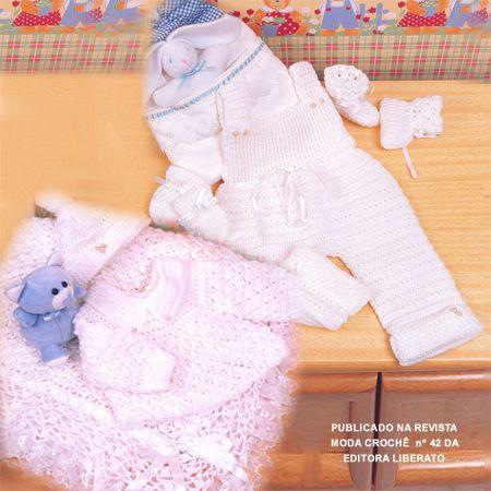 Casaquinho, manta , sapatinho, touca, luvas e macacão em crochê tamanho 0 a 3 meses