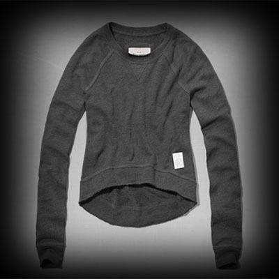 アバクロ レディース スウェット  Abercrombie&Fitch Jordan Cropped Sweatshirt スウェット   ★Abercrombie&Fitch商品。アーティスト・セレブも愛用の人気ブランドアバクロ今季新作アイテム。  ★アバクロを代表するロゴマークのジョッキータグが貼りつけてあります。