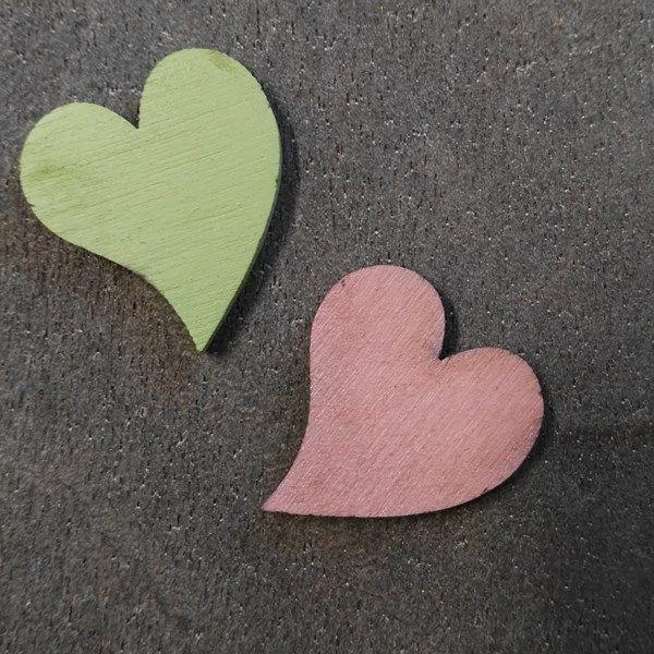 Fa francia szív - pasztell zöld - 1 db  https://www.colorcatdesign.hu/Dekoracio-c17_316_2.htm?page=1&man=9&sort=42&display_as=row