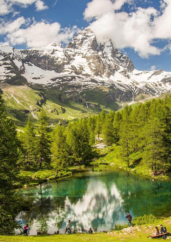 Ein Streifzug durch das ursprüngliche Aostatal Römische Ruinen, spektakuläre Aussichten, köstlicher Bergkäse und eine Sektkellerei am Rande des Gletschers: Erkundungen im Nordwesten Italiens  Bildcredit: mauritius images / Richard Boot / Alamy