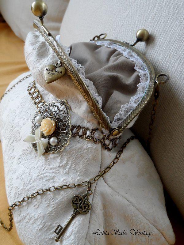 Bridal hadbag. www.lolitasala.es