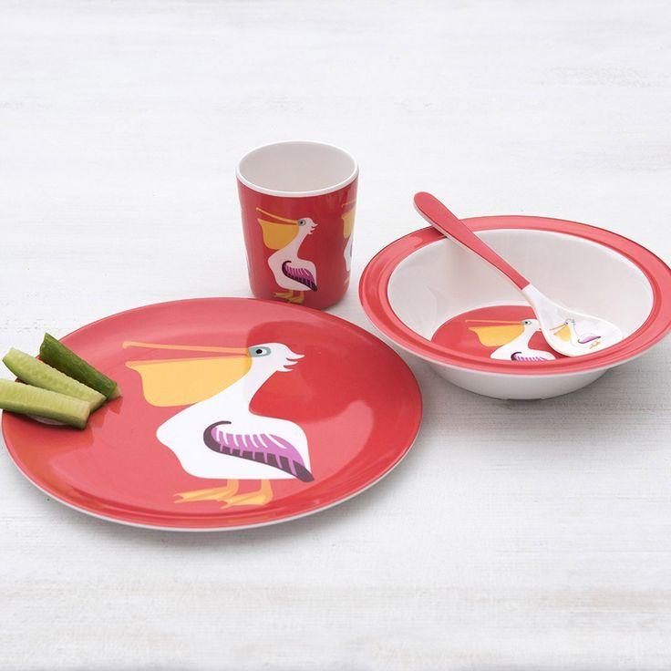 """Der witzige Teller """"Pelikan"""" aus Melamin kann auch mal mit zum Picknick genommen werden. Er ist herrlich robust und hält so einigem Stand. Dabei wünscht der lustige Pelikan einen tierischen Appetit."""