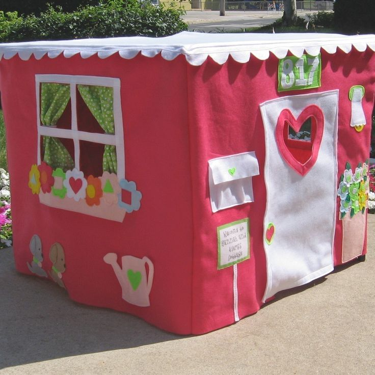 Cardtable playhouse. Love the detail!