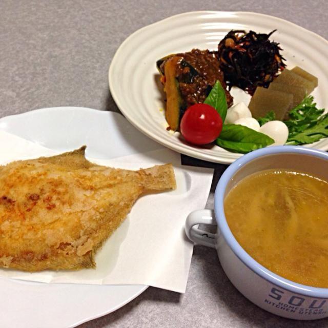 メダカカレイの唐揚げ、 トムヤムクン、 カボチャの煮付けあんかけと、残り物の盛り合わせプレートです(#^.^#) - 6件のもぐもぐ - カレイの唐揚げ(^_^) by orieueki