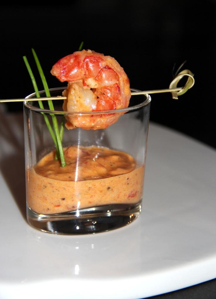 Gamba met ......tomaat & knoflook saus.     Bak 8 tomaten met 3 teentjes knoflook in chiliolie. Doe hierna de garnalen en 200 ml slagroom erbij. Saus even laten inkoken, breng op smaak met zout en peper en smullen maar!