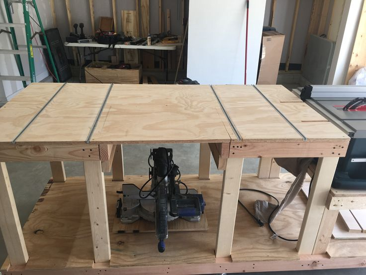 Almost completed workbench. Still need to run electrical, cut in router plate and incorporate left side support for miter extension