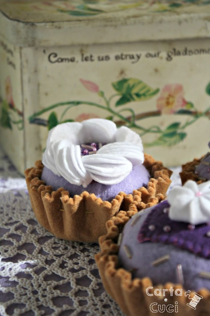 Carta e Cuci: I Pasticcini Viola (felt food)