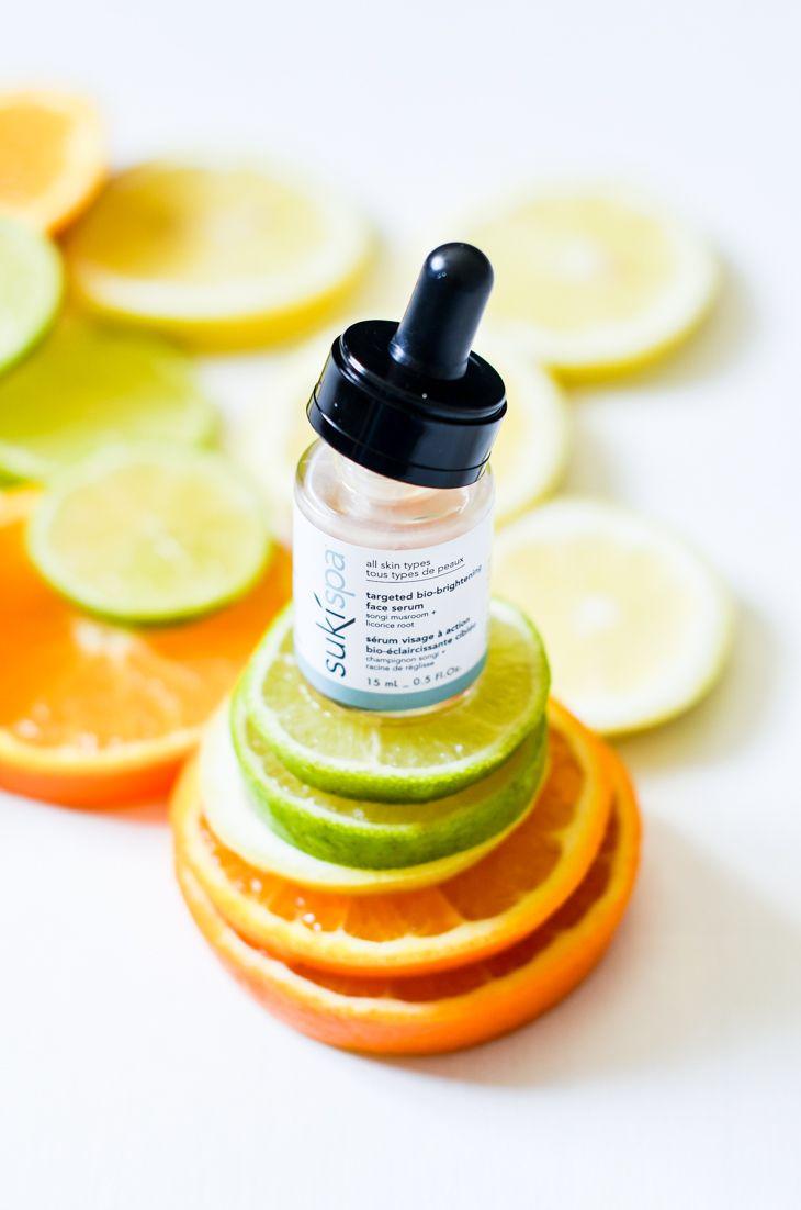 Suki Bio-Brightening Face Serum Kirkastava Seerumi  Korkean aktiiviainepitoisuuden sisältävä Anti-Age-seerumi, joka kirkastaa ihoa ja vähentää pigmenttimuutoksia, arpia, näppylöitä ja ihon punaisuutta. Sopii erityisesti herkälle ja rosaceaan taipuvalle iholle.   http://www.naturelle.fi/epages/naturelle.sf/fi_FI/?ObjectPath=/Shops/2014092402/Products/10130