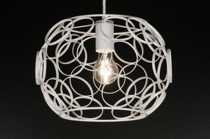 Klik op deze link : https://www.rietveldlicht.nl/artikel/hanglamp-11364-modern-eigentijds_klassiek-landelijk-rustiek-wit-metaal-rond  Hanglamp in 2 maten leverbaar..  Voor tafel keuken slaapkamer