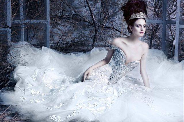 Origami Inspired White Evening Dress | Vestidos de novia sencillos ... | 426x640