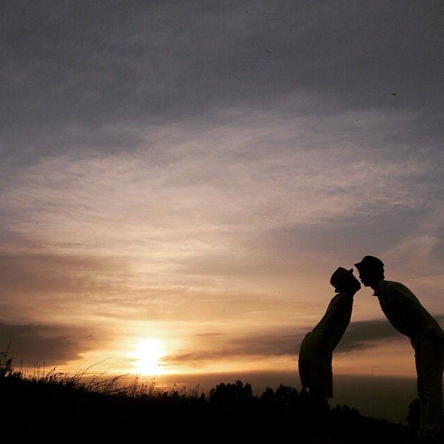 #三愛の丘 美瑛の美しい丘で 美しい夕陽をバックに キス。 は、してませんよ! ギリですよギリ。笑 だーーれもいないけど 最近はギリキス(バンプ用語 笑)が好きです。 て事でこれで北海道フォト、 終了! ご覧いただきありがとうございましたっ 次に北海道に撮影で来れる事を楽しみにしています。 #結婚写真 #花嫁 #プレ花嫁 #結婚 #結婚式 #結婚準備 #婚約 #カメラマン #プロポーズ #前撮り #エンゲージ #写真家 #ブライダル #ゼクシィ #ブーケ #和装 #ウェディングドレス #ウェディングフォト #七五三 #お宮参り #記念写真 #ウェディング #IGersJP #weddingphoto #bumpdesign #バンプデザイン