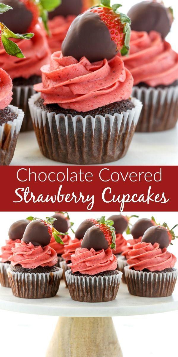 Eine Nahaufnahme von Schokolade Cupcakes mit Erdbeerbuttercreme gekrönt …   – Cupcakes