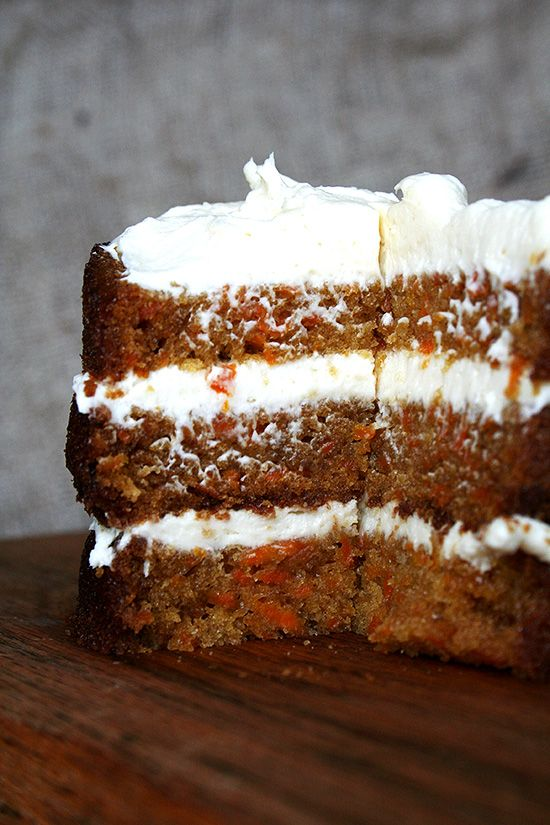 carrot cake/ with cream cheese frosting