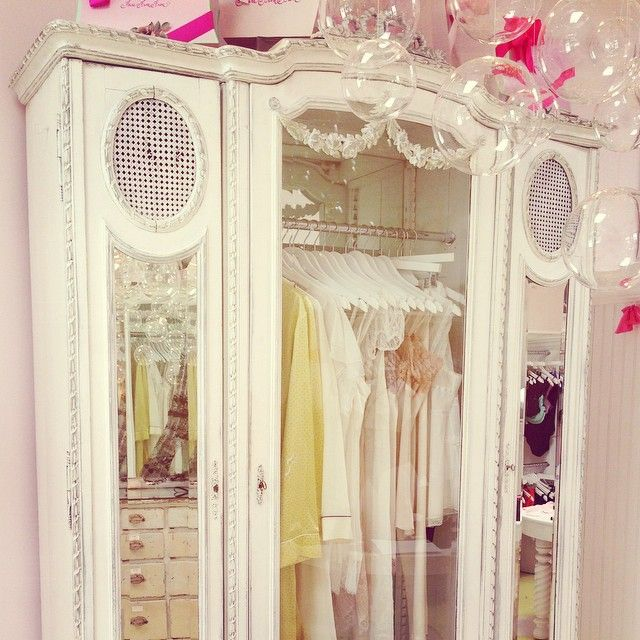 faire frou frou armoire forsale faire frou frou sold. Black Bedroom Furniture Sets. Home Design Ideas