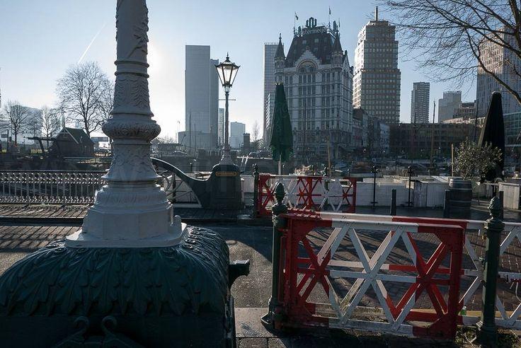 Nog zo'n schitterende plek in Rotterdam. En geen mooier licht dan tegenlicht.... #fb #photography #travelphotography #traveller #canon #canonnederland #canon_photos #fotoreis #travelblog #reizen #reisjournalist #travelwriter #willemlaros.nl #reisfotografie #landschapsfotografie #follow #instalaros #rotterdam #straatfotografie