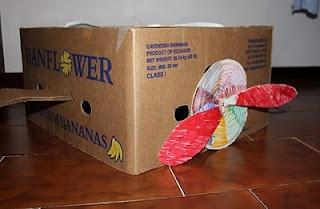 aeroplano da una scatola di cartone - airplane from cardboard box