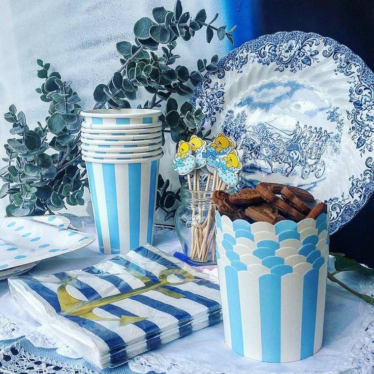 vasos de rayas azules y blancas, tarrinas para rellenar, servilletas de rayas azul marino y palillos de madera decorados con ositos! pedidos y catálogo: detallisime@yahoo.es