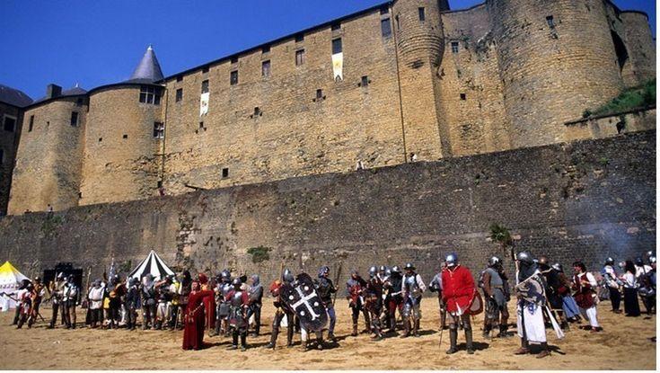 http://www.lindigo-mag.com/Festival-Le-chateau-de-Sedan-a-l-heure-medievale_a201.html
