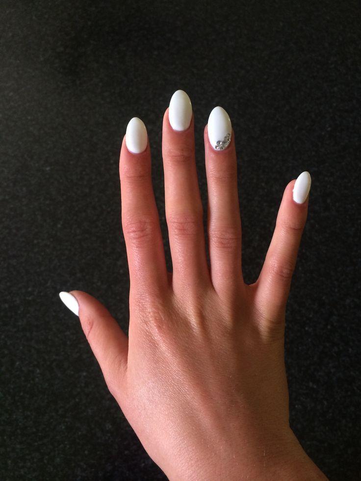 White almond nails | nails | Pinterest | Mandelnägel ... Almond Nagels