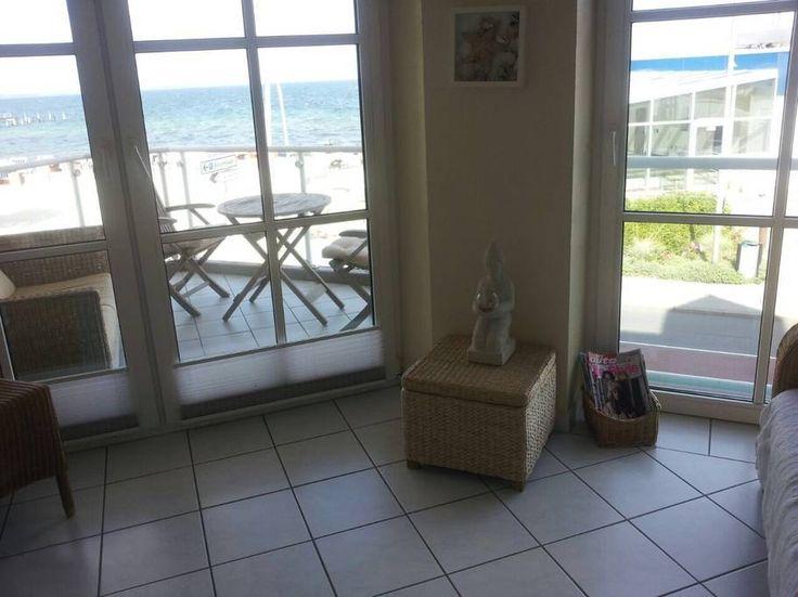 Ganze Unterkunft in Timmendorfer Strand, DE. Das besondere an dieser schönen Wohnung ist der tolle Blick auf Strand & Meer - von jedem Fenster aus !Das Bett, welches direkt mit der Fensterbank abschließt, bietet einen besonders tollen blick auf das Wasser. Es ist schon toll, wenn man morgen...