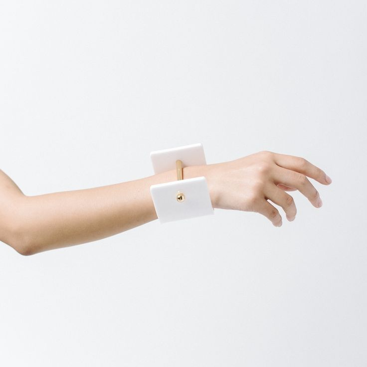 NEST GATHER AANA JANAKIS | WHITE ALPHA CUFF