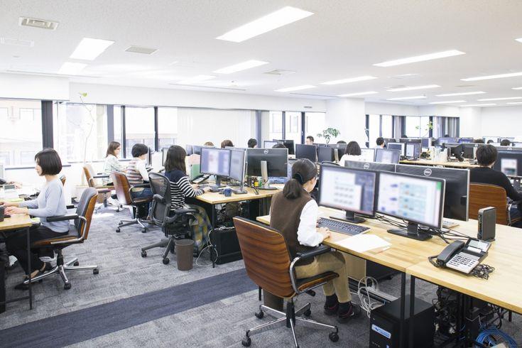 エントランスからミーティングルームへ。空間のコントラストを感じるオフィス |オフィスデザイン事例|デザイナーズオフィスのヴィス