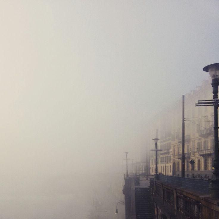 Torino è meravigliosa anche con la nebbia. Se non devi guidare, certo... :-)