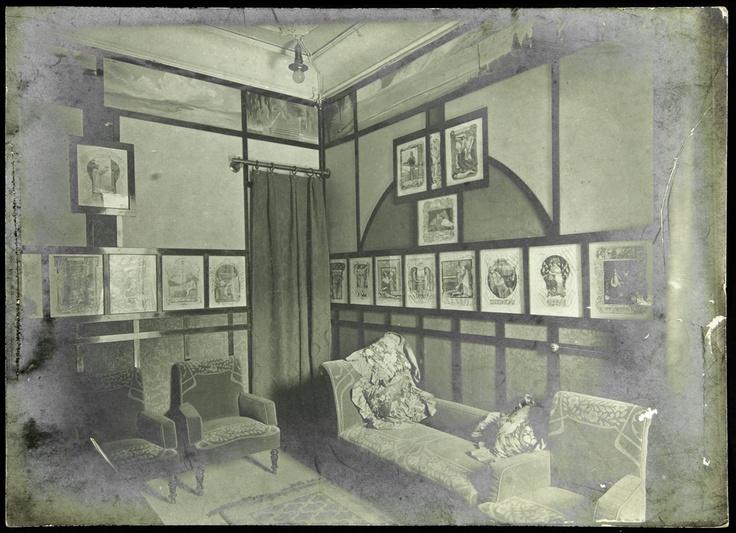 Fotografia de la Sala de Música de l'Associació Wagneriana. Barcelona, sense data, en b/n. Wagner col·leccionat per Joaquim Pena